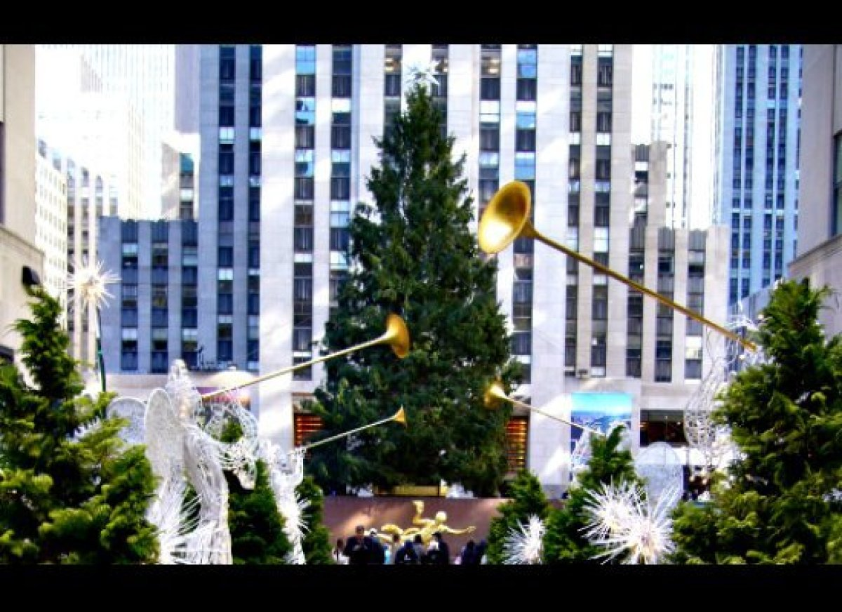 "<a href=""http://www.cheapflights.com"" target=""_hplink"">Cheapflights.com</a> begins its review of iconic Christmas Trees and t"