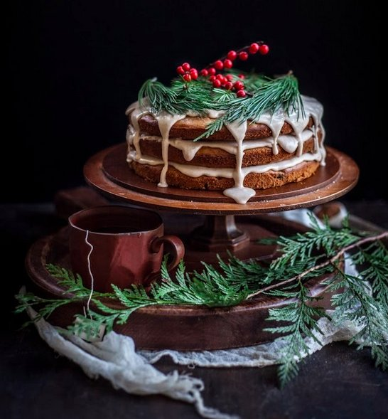 "<strong>Get the <a href=""http://www.adventures-in-cooking.com/2013/12/a-christmas-cake-date-honey-cake-with.html"" target=""_bl"