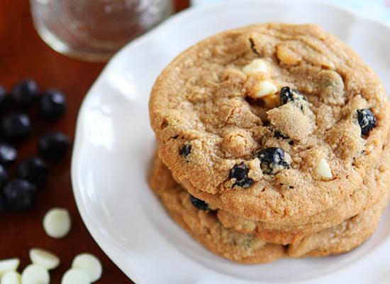 "<strong>Get the <a href=""http://www.kevinandamanda.com/recipes/dessert/cinnamon-blueberry-biscoff-breakfast-cookies.html"">Cin"