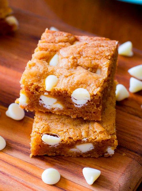 """<strong>Get the <a href=""""http://sallysbakingaddiction.com/2013/05/22/biscoff-white-chocolate-blondies/"""" target=""""_blank"""">Bisco"""