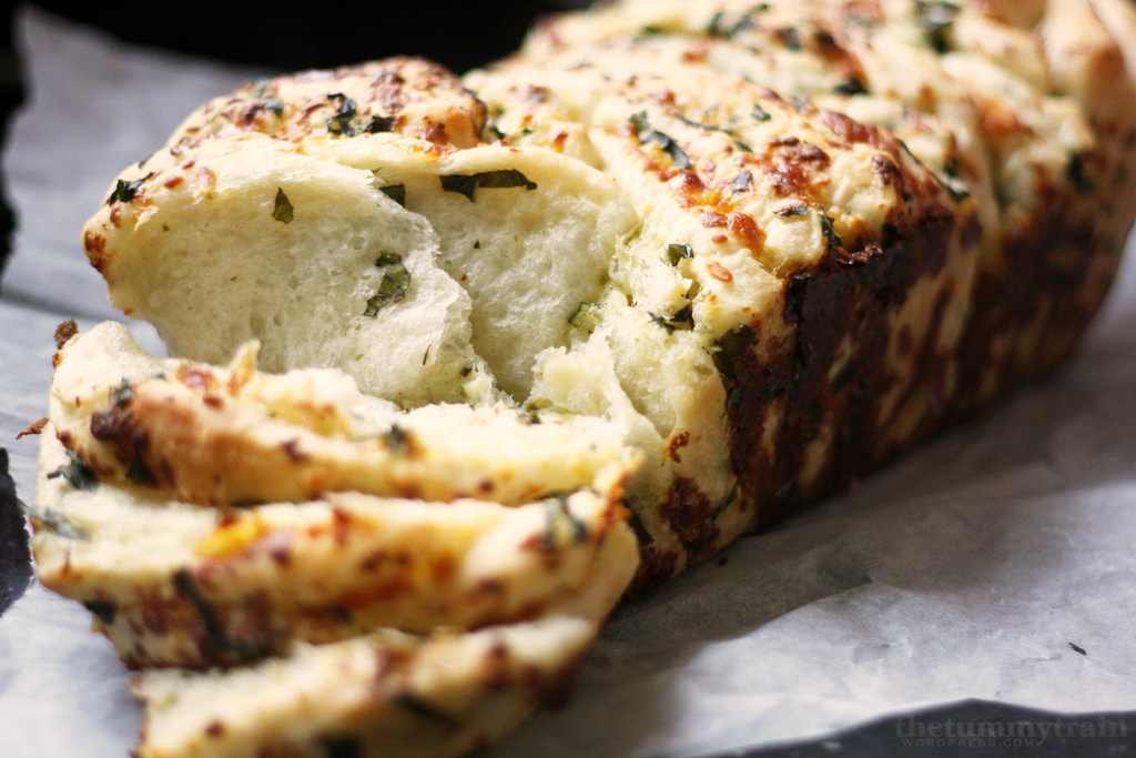 """<strong>Get the <a href=""""http://thetummytrain.wordpress.com/2012/09/22/flo-brakers-pull-apart-bread-in-herb-cheese-style/"""">He"""