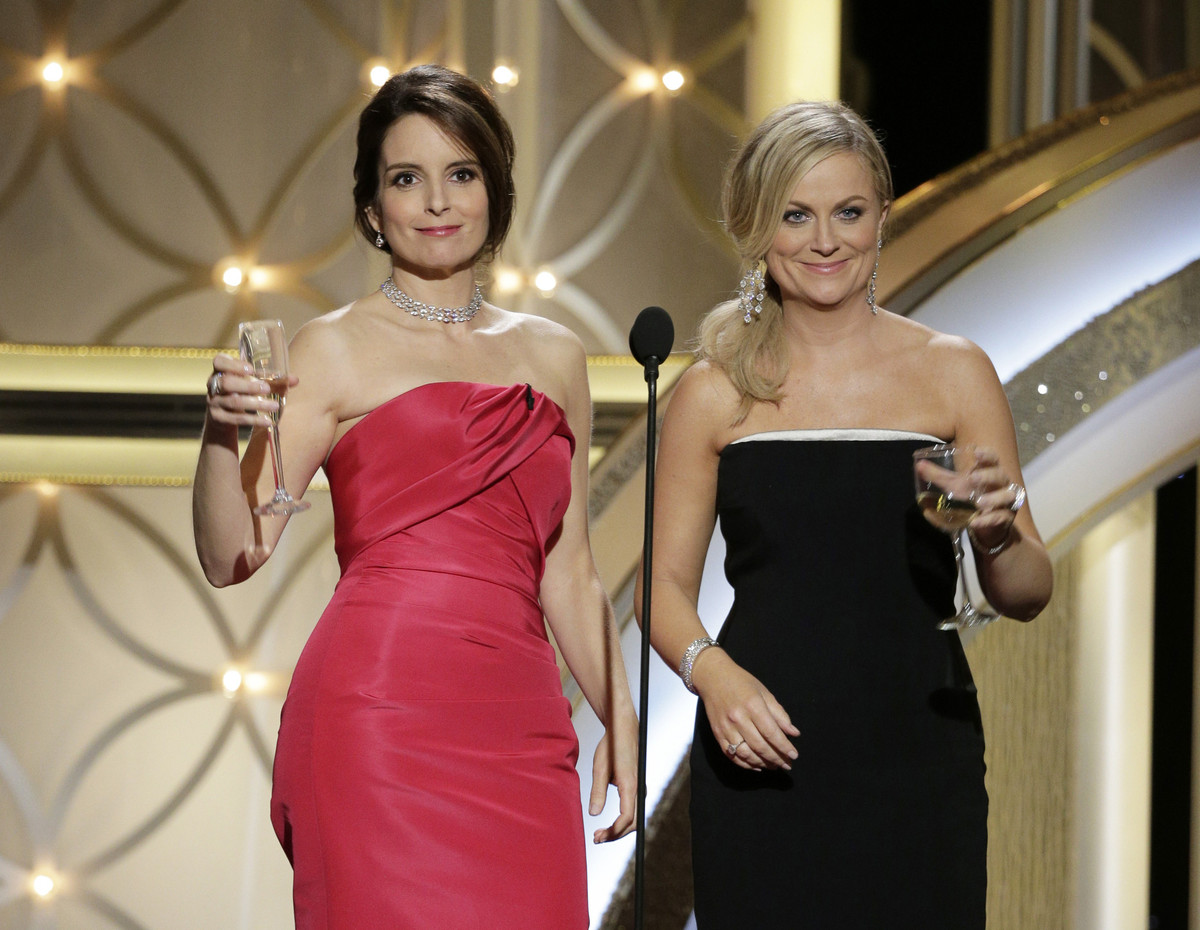 """Tina Fey and Amy Poehler <a href=""""http://www.huffingtonpost.com/2014/01/13/golden-globes-review_n_4586176.html?ir=Comedy"""" tar"""