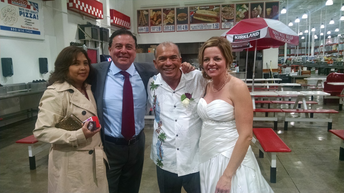 California Gets Married In The Frozen Food Aisle Of Costco Huffpost
