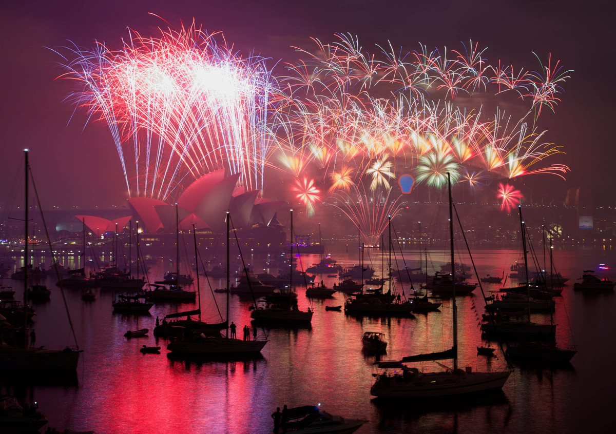 New Years Eve midnight fireworks over Sydney Harbour, January 1, 2015 in Sydney, Australia.
