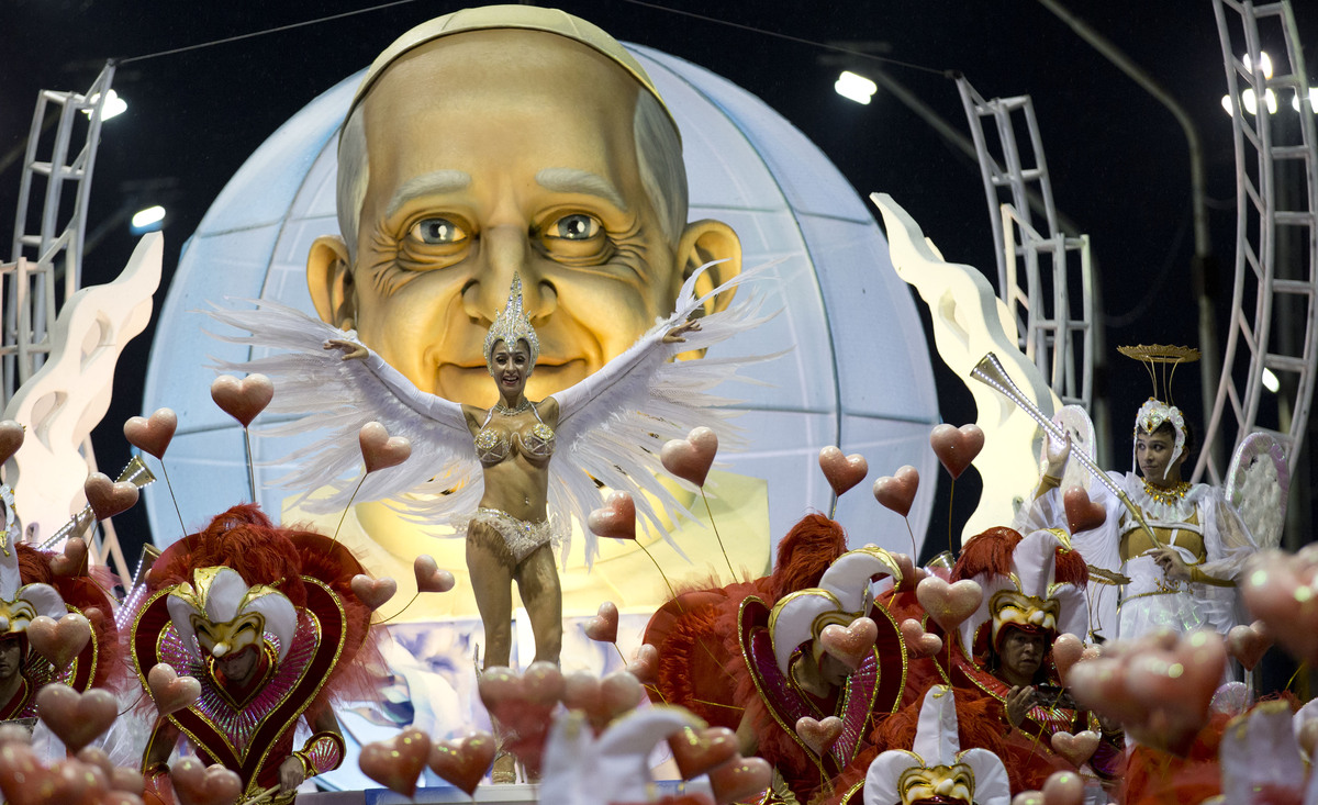 The Ara Yevi samba school performs with a float showcasing Pope Francis, their homage to the Argentine-born pontiff during ca