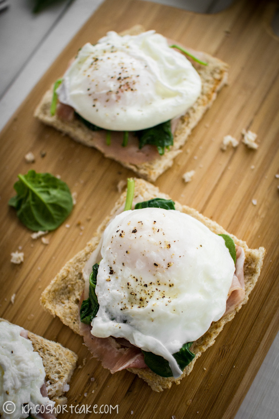 "<strong>Get the <a href=""http://www.ichigoshortcake.com/2012/05/1470.html"">Poached Eggs, Pancetta And Spinach Toast recipe</a"