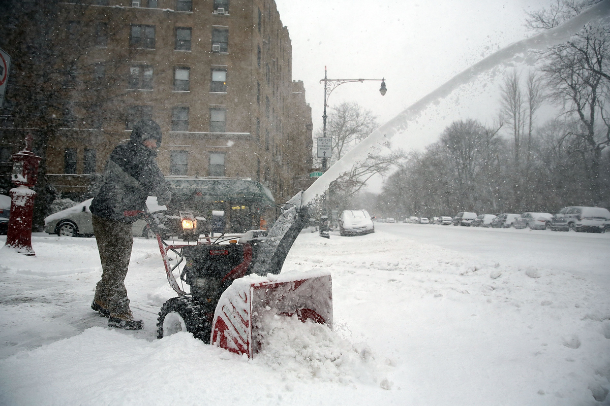 NEW YORK, NY - JANUARY 27:  A man clears snow in Brooklyn the morning after a major winter storm on January 27, 2015 in New Y