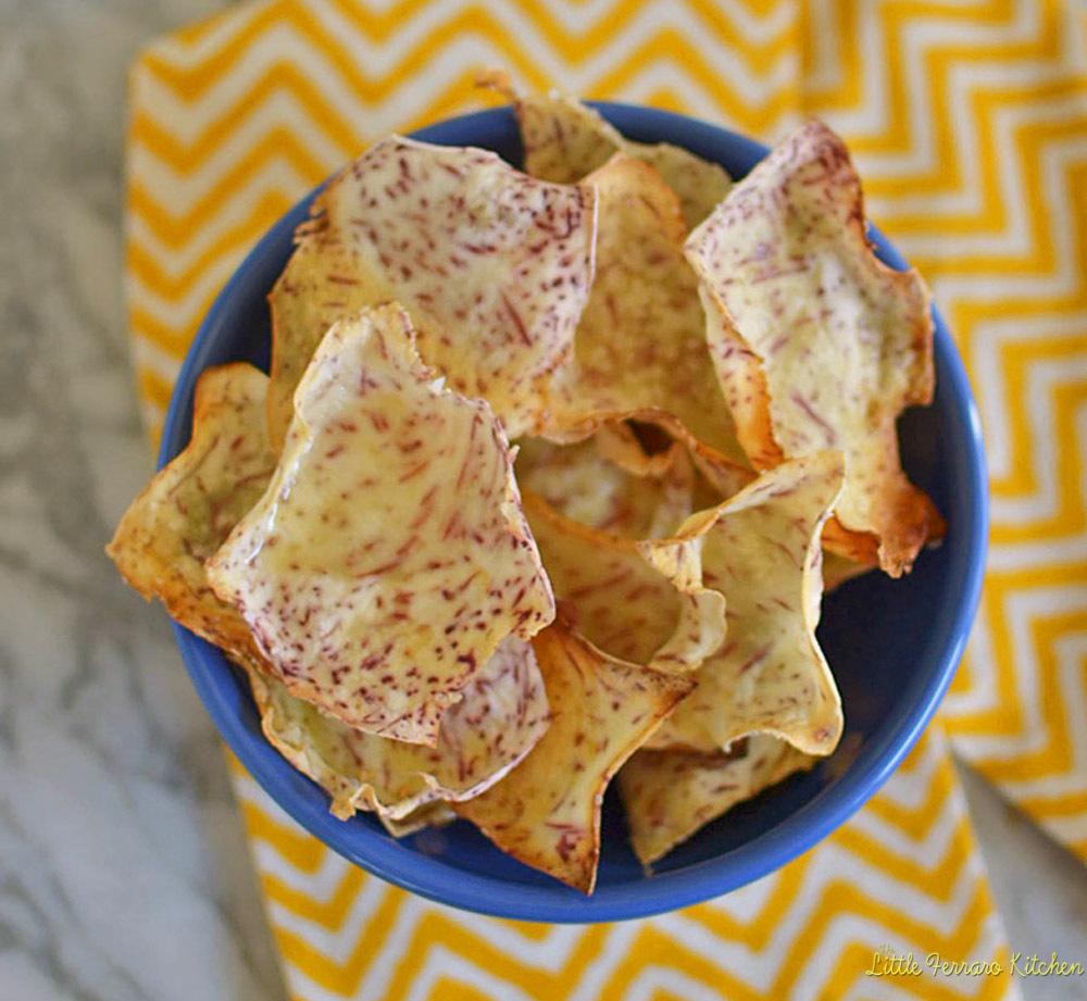 """<strong>Get the <a href=""""http://littleferrarokitchen.com/2013/05/homemade-taro-chips/"""" target=""""_blank"""">Homemade Taro Chips re"""
