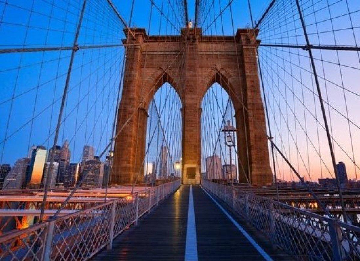 <em>Photo Credit: Rudy Balasko / Shutterstock</em><br> 위치 : 미국 뉴욕 <br> 1883년 5월, 14년 동안의 공사 끝에  브루클린 브리지가 모습을 드러냈다. 곧 이 다리는 뉴