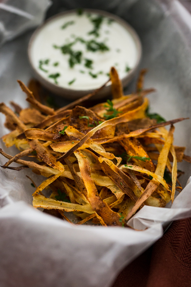 "<strong>Get the <a href=""http://naturallyella.com/2015/01/04/chipotle-parsnip-crisps-yummy-supper-cookbook/"" target=""_blank"">"