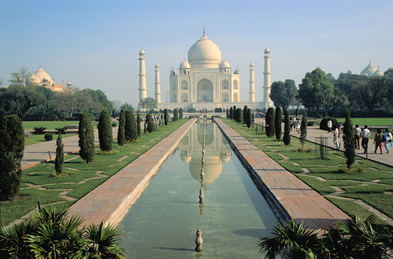 Built by Mughal emperor Shah Jahan in the memory of Mumtaz Mahal, this mid-sixteenth century monument took 22 years to comple