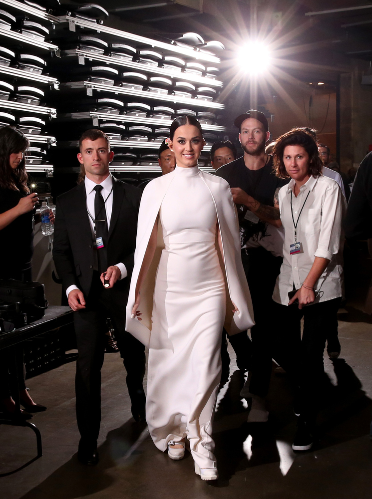 """Looking regal in white. Also, channeling her inner <a href=""""http://www.huffingtonpost.ca/2014/11/17/solange-knowles-wedding-d"""