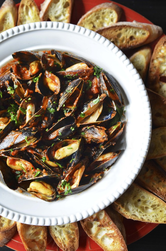 """It's no secret that I adore mussels. This is one of the best. Simple and elegant, mussels fra diavolo is a classic dish that"