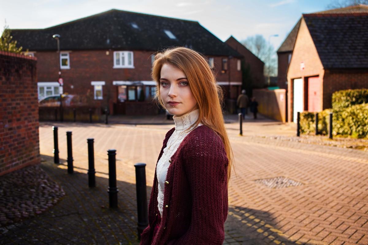 Обыкновенное фото одной девушки