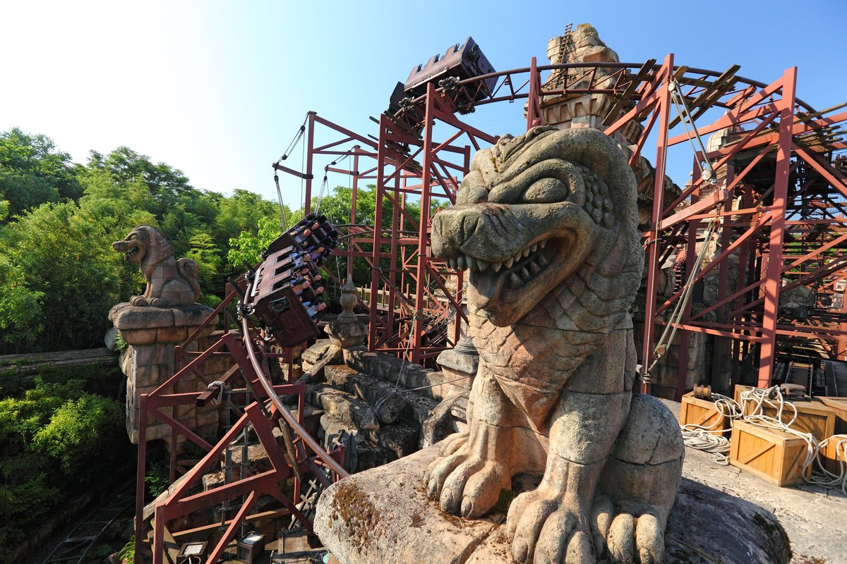 Disneyland Paris is a total paradise for grown-up adrenaline junkies, and with two parks to choose from (Disneyland Park and