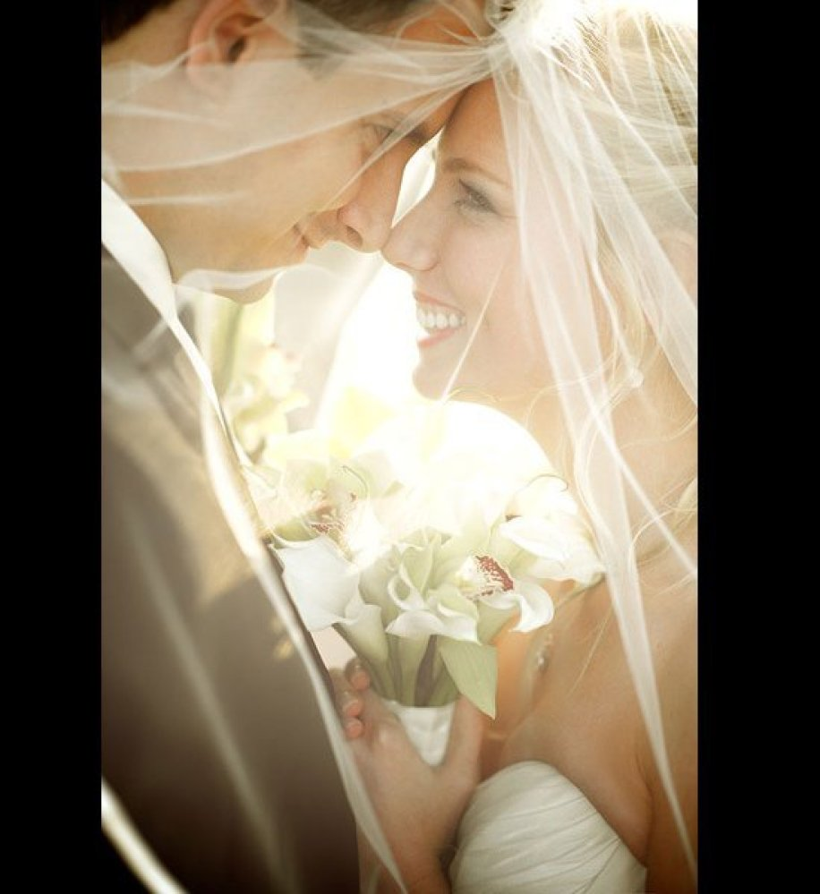 "Related: <a href=""http://bridalguide.com/fashion/bridal-jewelry-accessories/gorgeous-veils"" target=""_hplink""><strong>The Most"