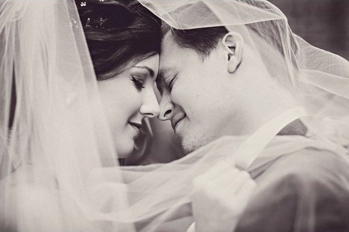 Romantic wedding pictures  12 Romantic Wedding Photos You Absolutely Must Get (You'll Thank ...