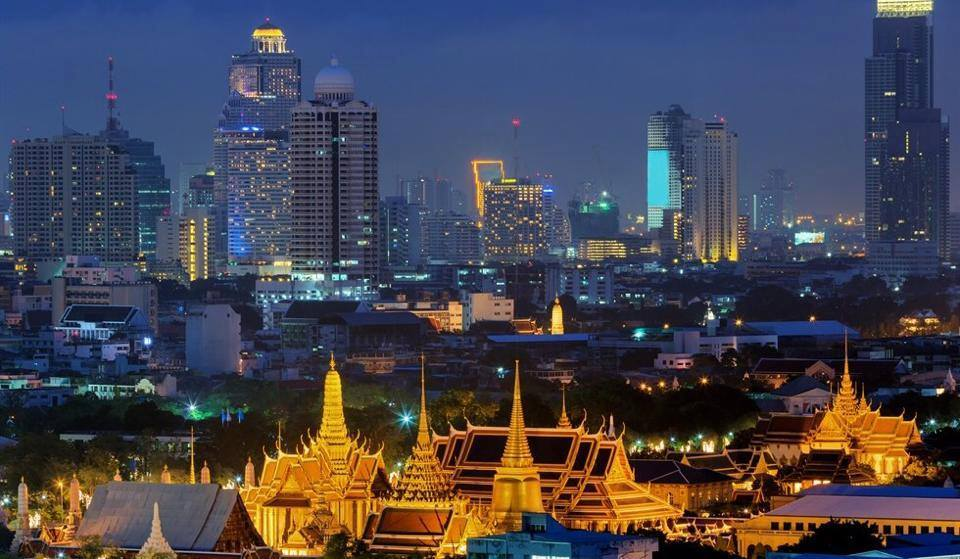 Bangkok, the capital city of Thailand, is overflowing with shopping choices. From night markets to shopping malls, your head