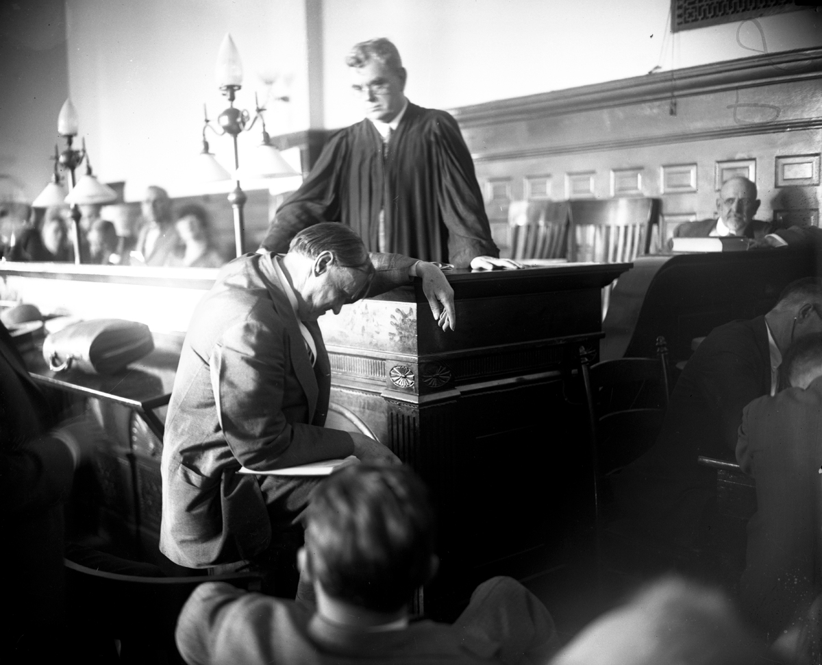 Chief defense attorney and noted Chicago lawyer Clarence Darrow makes his case for life sentences before Judge John R. Caverl