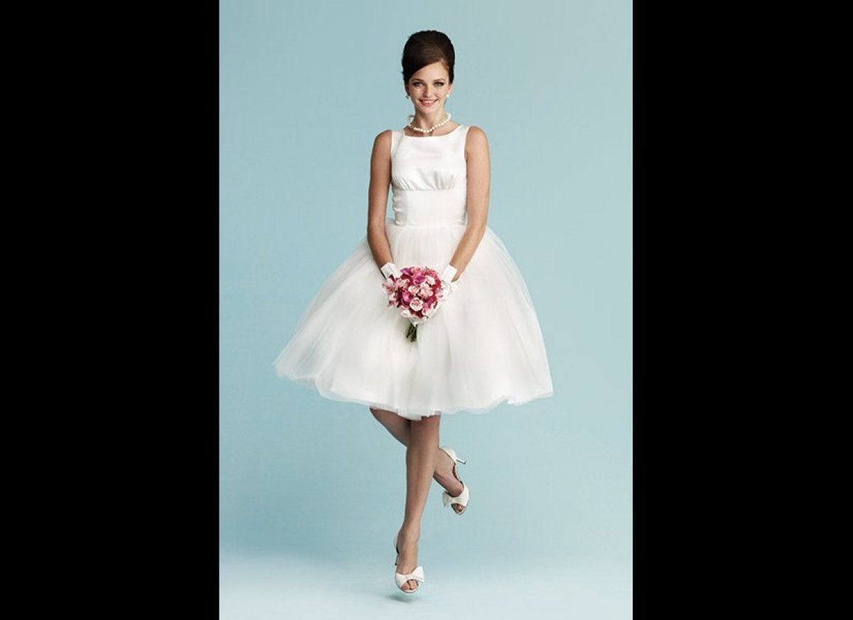 50+ vintage-inspired dresses for brides who love all things retro