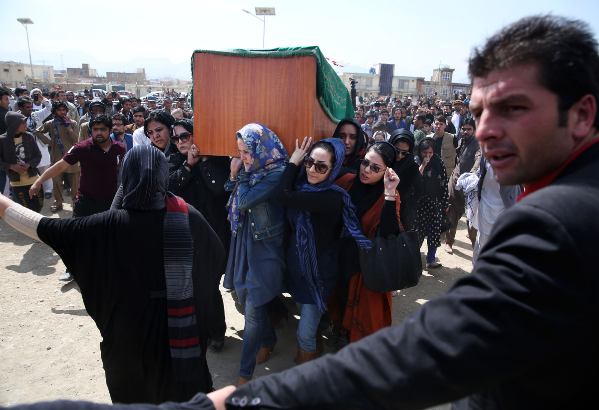 Afghan women rights activists carry the coffin of 27-year-old Farkhunda, an Afghan woman who was beaten to death by a mob, du