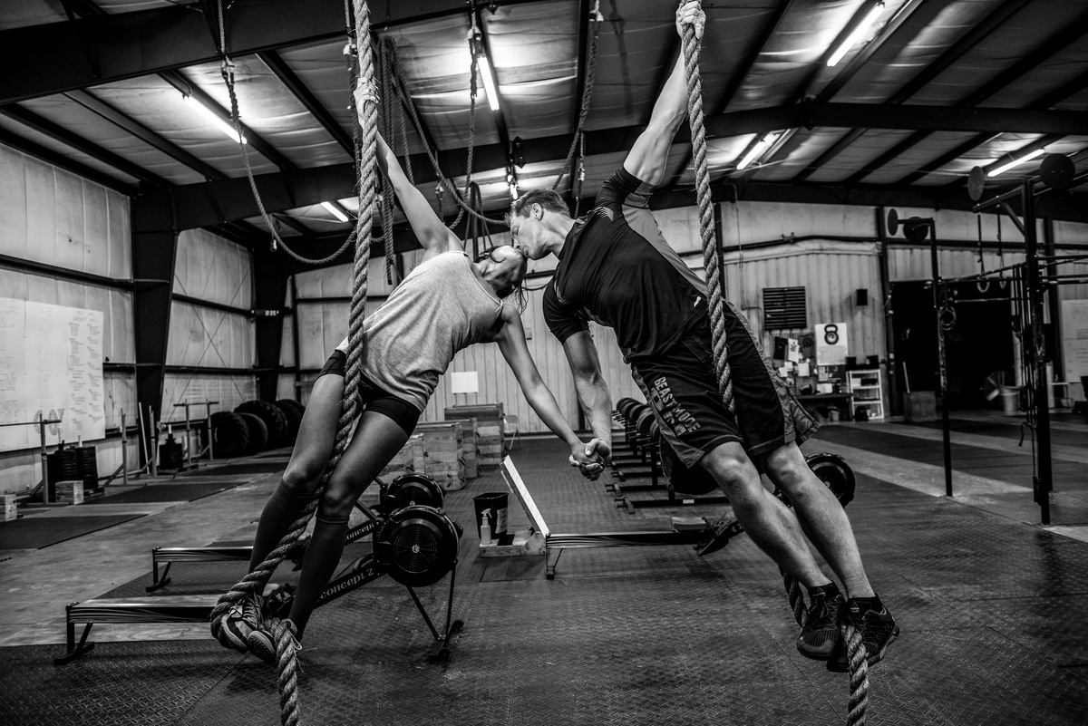 CrossFit Couple's Engagement Photos Are Nothing Short Of ...