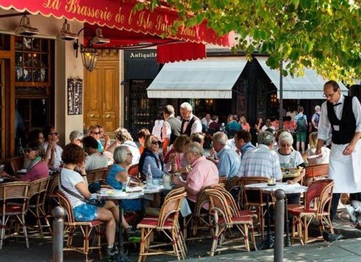 <em>Photo Credit: wjarek / Shutterstock</em>  Full of history and charm, Paris's legendary brasseries are definitely worth
