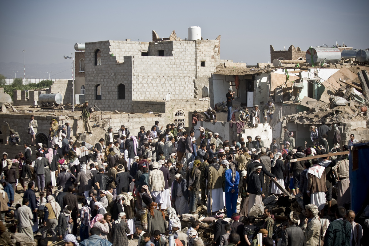 People search for survivors under the rubble of houses destroyed by Saudi airstrikes near Sanaa Airport, Yemen, March 26, 201