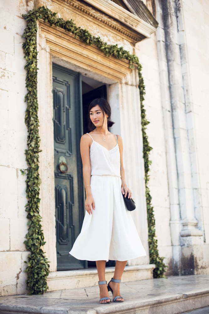 A wider-leg culotte is so loose and lovely, especially in an all-white ensemble. What's more springy than this look?