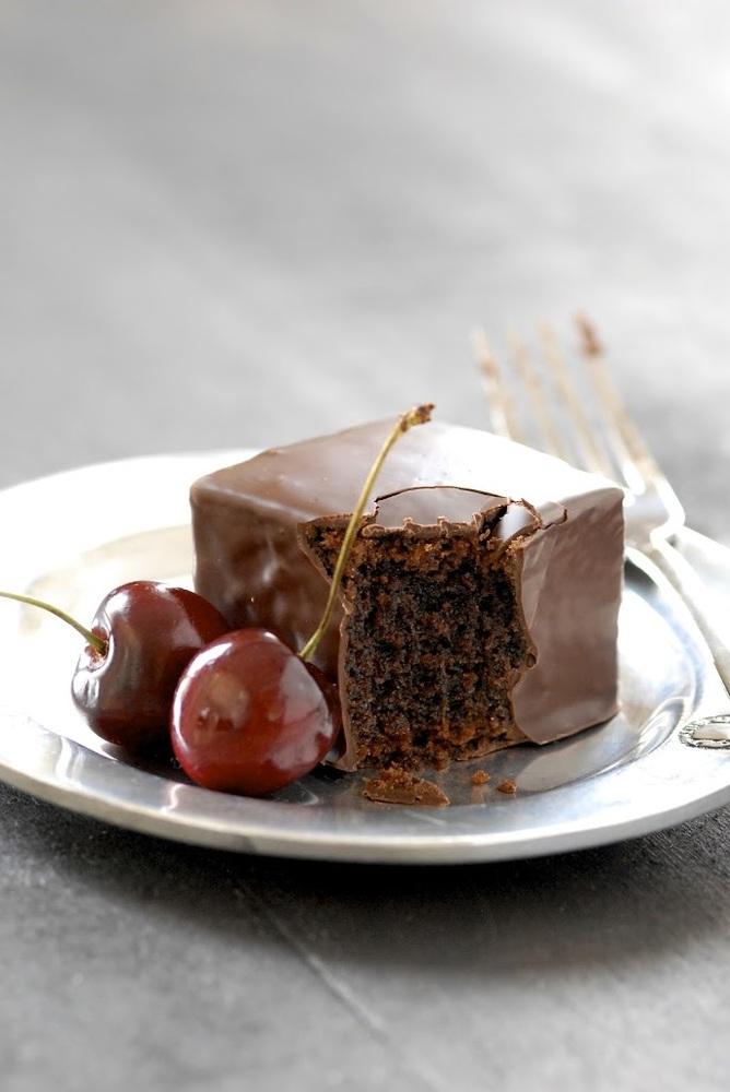 "<strong>Get the <a href=""http://kumquatblog.com/2012/06/recipe-redux-chocolate-mochi-cakes.html"" target=""_blank"">Chocolate Mo"