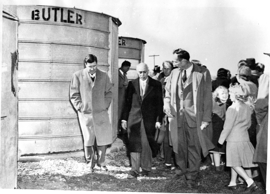 Pandit Jawaharlal Nehru, Prime Minister of India, paid a visit to Farms in Midwest near Chicago on October 28, 1949, during h