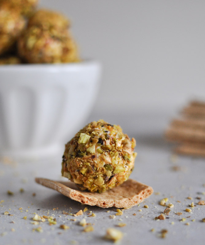 """<strong>Get the <a href=""""http://www.howsweeteats.com/2012/12/roasted-red-pepper-bacon-goat-cheese-truffles/"""">Roasted Red Pepp"""