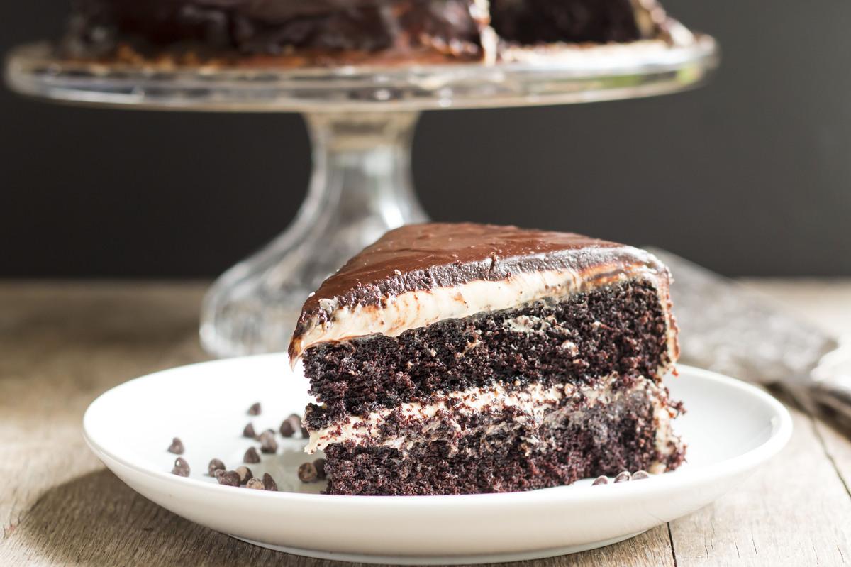 "<strong>Get the <a href=""http://glutenfreewithlb.com/dark-chocolate-and-peanut-butter-midnight-cake/"" target=""_blank"">Dark Ch"