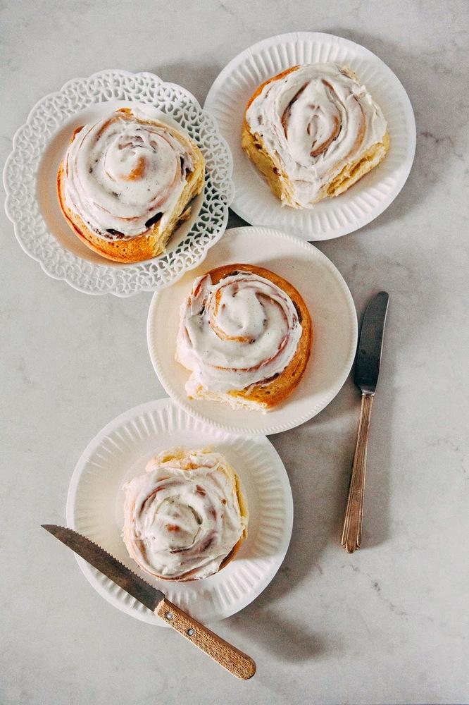 "<strong>Get the <a href=""http://www.hummingbirdhigh.com/2014/12/overnight-eggnog-cinnamon-rolls-with.html"" target=""_blank"">Ov"
