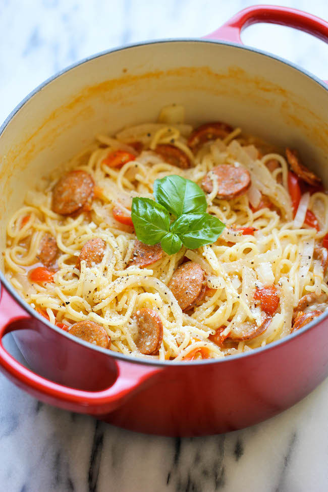 """<strong>자세한 레시피는 <a href=""""http://damndelicious.net/2014/05/16/one-pot-pasta/"""" target=""""_blank"""">여기를 클릭!</a> from Damn Delicious"""