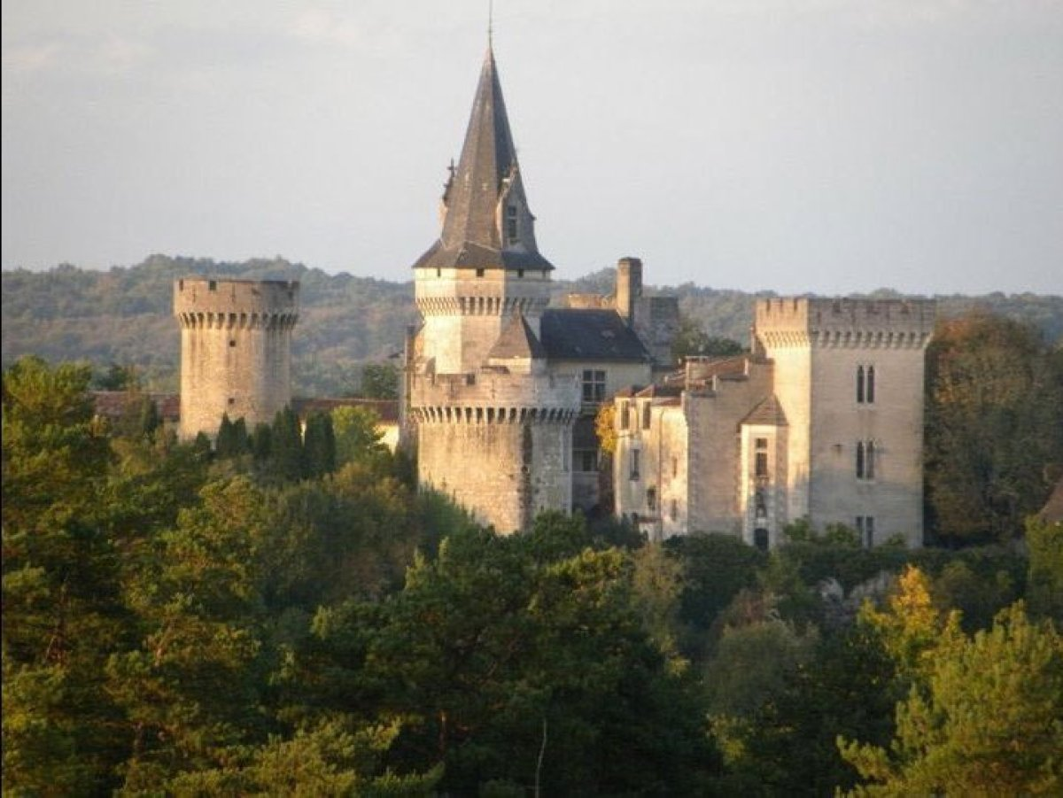 """Surrounded by high fortified walls with eight towers, <a href=""""http://bit.ly/1D3P30s"""" target=""""_hplink"""">Chateau Marouatte</a>"""
