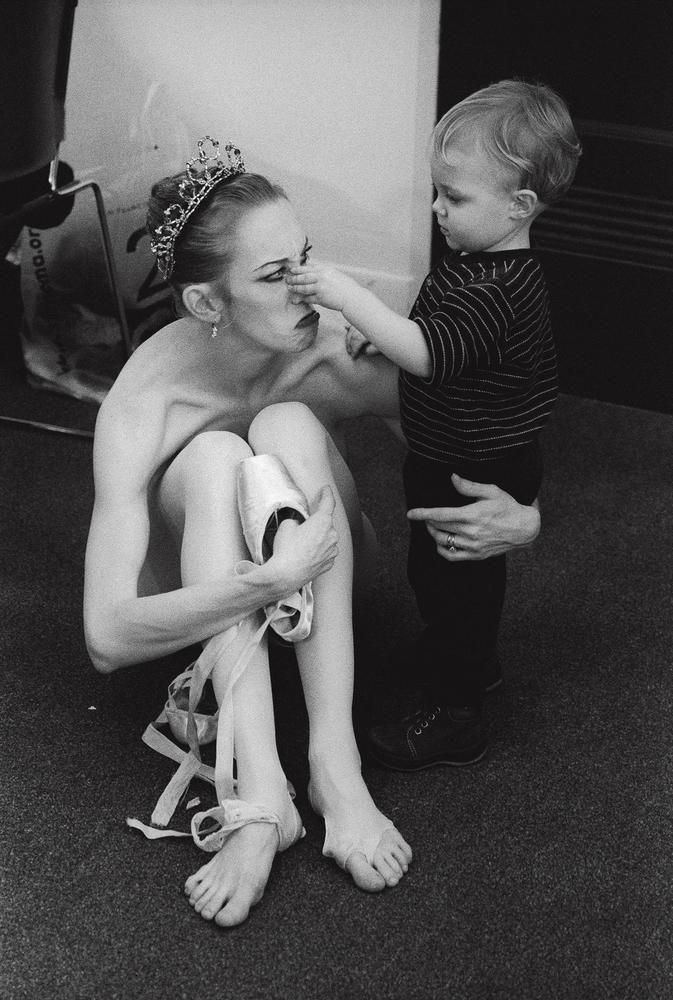 17 stunning images show prima ballerinas balancing motherhood with