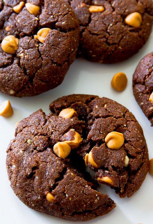 """<strong>Get the <a href=""""http://sallysbakingaddiction.com/2014/06/06/flourless-peanut-butter-brownie-cookies/"""" target=""""_blank"""