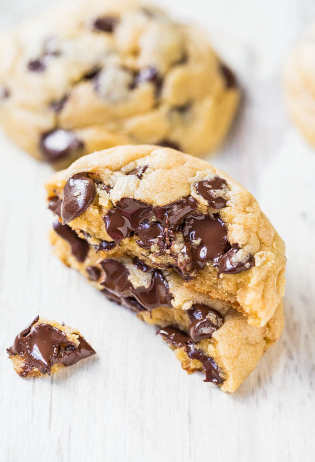 """<strong>Get the <a href=""""http://www.averiecooks.com/2014/02/the-best-soft-and-chewy-chocolate-chip-cookies.html"""" target=""""_bla"""