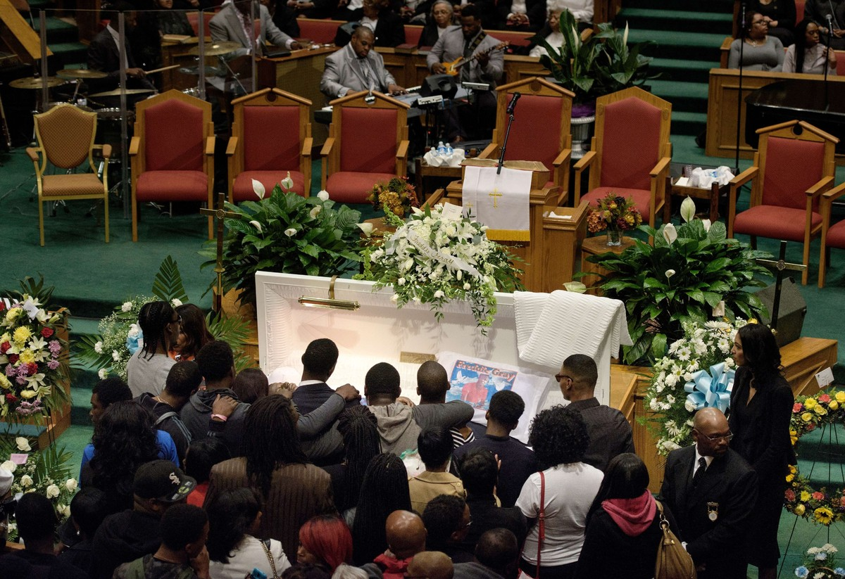 Mourners line up to pay their respects to Freddie Gray during his funeral at the New Shiloh Baptist Church during his funeral