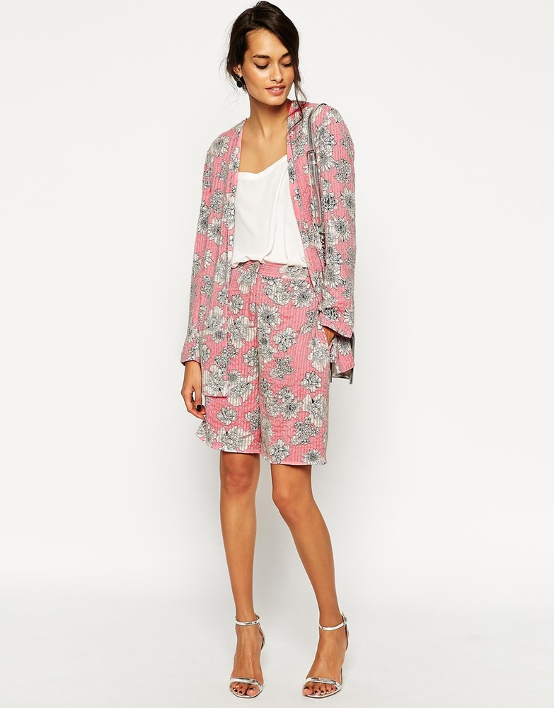 """<a href=""""http://us.asos.com/ASOS-Relaxed-Blazer-with-Embellished-Floral-Print-co-ord/15xdvc/?iid=4940330&clr=Floralpinkprint&"""