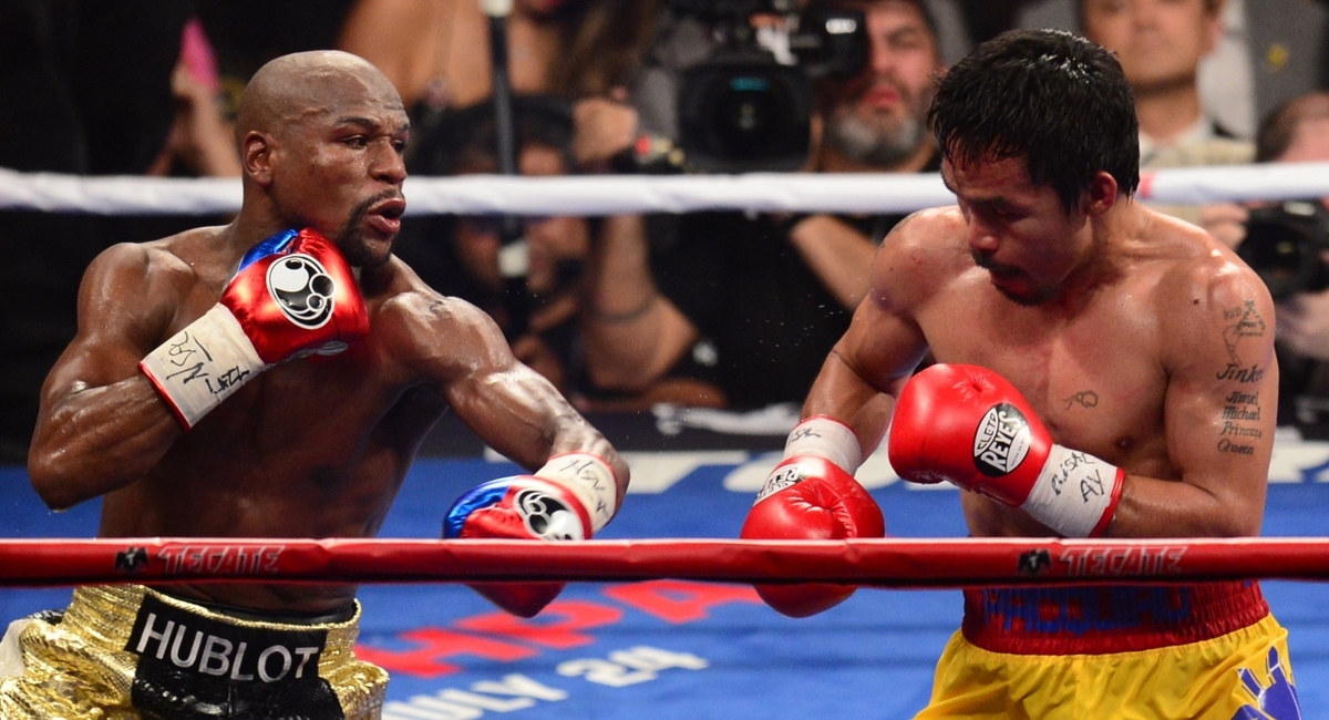 Manny Pacquiao (R) measures Floyd Mayweather Jr. (L) during their welterweight unification bout on May 2, 2015 at the MGM Gra