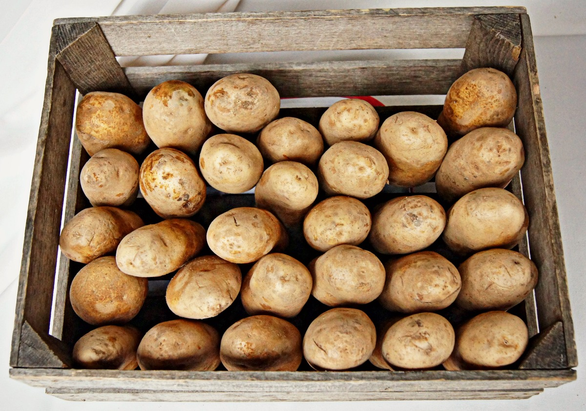 """The average potato sample was found to carry <a href=""""http://www.ewg.org/foodnews/summary.php"""" target=""""_blank"""">more pesticide"""