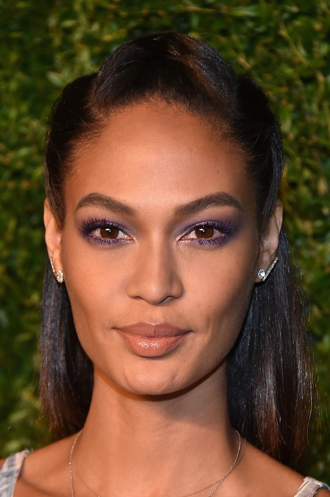 The model, who always looks gorgeous, isn't afraid to take risks with her beauty looks. This pretty lavender eyeshadow is jus