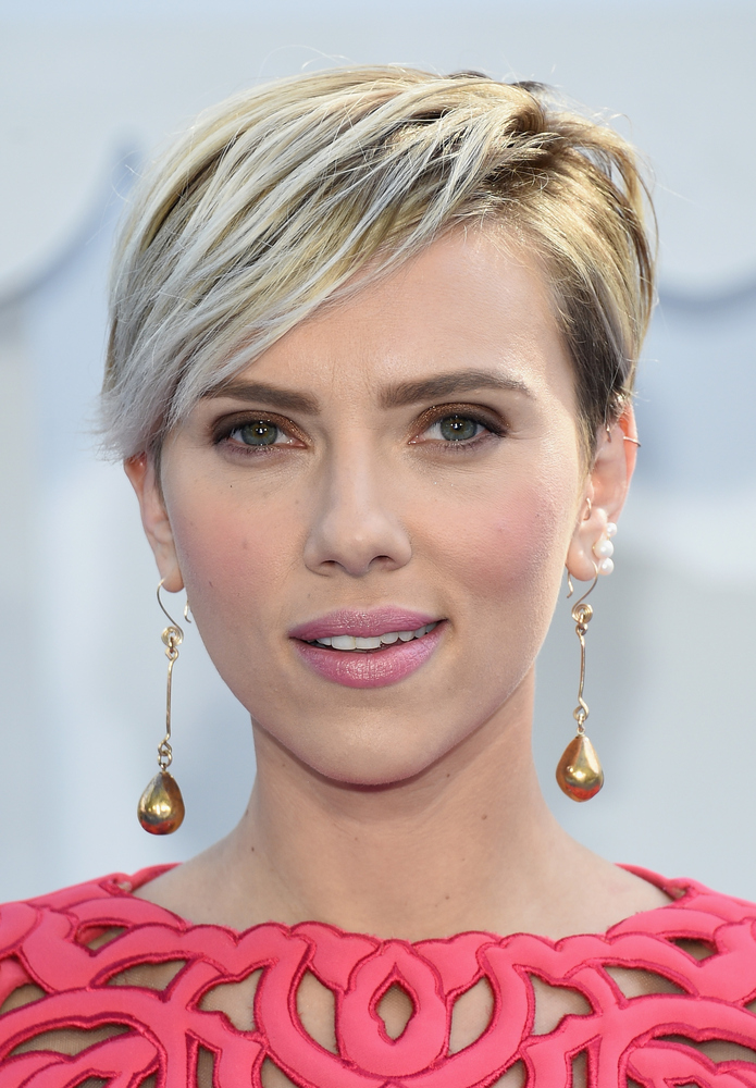 Short Hairstyles Celebrity Women for round face