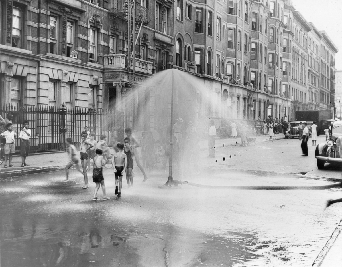 75 Vintage Snapshots That Show What Summer Fun Looked Like