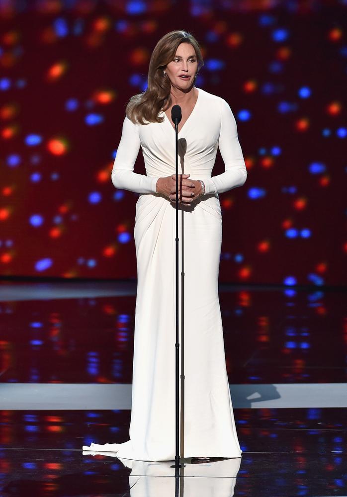 Caitlyn Jenner acepta el Arthur Ashe Courage Award durante los  ESPYS el 15 de julio en Los Angeles, California.
