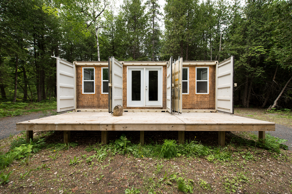 One Man Built A Home Out Of Shipping Containers And Itu0027s The Coolest Thing  Ever