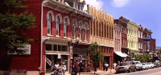 With about 66,000 people, Franklin offers a wealth of historical attractions as well as a quaint downtown area.