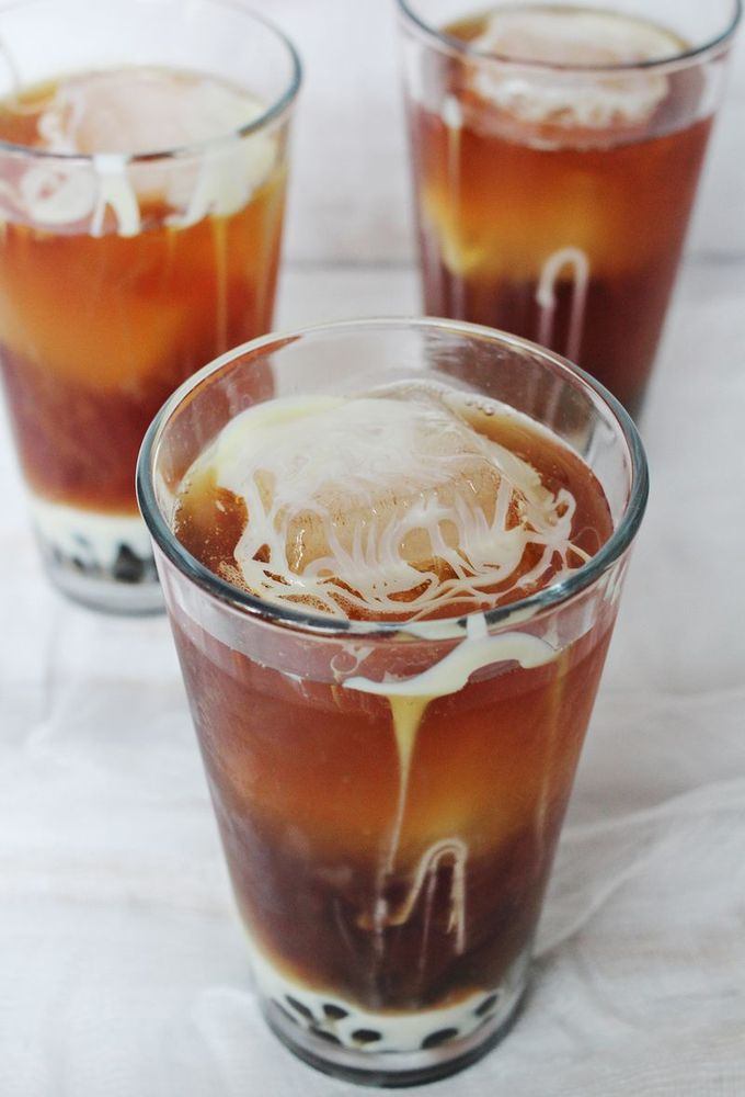 "<strong>Get the <a href=""http://www.abeautifulmess.com/2013/08/make-this-thai-tea-with-boba.html"" target=""_blank"">Thai Iced T"